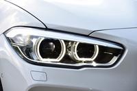 ヘッドライトは他のBMW車と足並みをそろえたシャープな形状に。ハイ/ロービームだけでなく、ウインカー、スモールライトリングもLEDとなる。