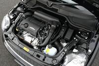2013年モデルよりバルブトロニック化と直噴化されたエンジンは211psと26.5kgmを発生。オーバーブースト時には、最大トルクが28.6kgmまで高まる。