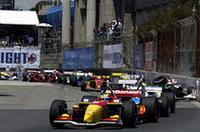 スタート直後、トップを快走するポールポジションのブーデ(先頭)。その後方では、ブーデのチームメイト、ブルーノ・ジュンケイラと、マリオ・ドミンゲスがクラッシュ!