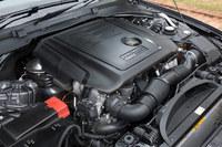 2リッター直4ディーゼルターボエンジンは、Eセグメントセダンの車体を過不足なく走らせられる力強さと、JC08モード計測で16.7km/リッターという燃費を実現している。