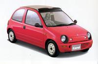 シャンテの生産中止から15年近い空白を経た89年11月、現在は消滅した販売チャンネルである「オートザム」ブランドから復活した「キャロル」。スズキ・アルトのランニングシャシーにマツダ独自のボディを載せた、いわば「着せ替えアルト」だった。