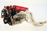次期型NSXと同じFRの「ダッジ・ヴァイパー」は600ps。8.4リッターOHVという特異なエンジン(写真)である。 (写真=ダイムラー・クライスラー)