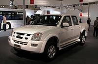海外生産のピックアップ「D-MAX」。2004年10月にタイで発売されたもの。