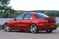 「シボレー・キャバリエ」 GMが日本車に対抗して1982年から製造したFFコンパクトカー。ハッチバックからステーションワゴンまでさまざまなバリエーションがあり、アメリカではヒットした。映画で教習車として使われていた3代目モデルは、OEMで「トヨタ・キャバリエ」として日本でも販売されていたが、短期間で撤退した。