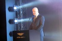 日本で行われた発表会において、新型「ヴァンテージ」の特徴を語るチーフエンジニアのマット・ベッカー氏。