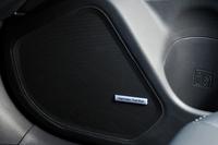 オプションのオーディオには、これまで「レガシィ」に採用されていたマッキントッシュ製ではなく、ハーマンカードン製のサウンドシステムが採用された。