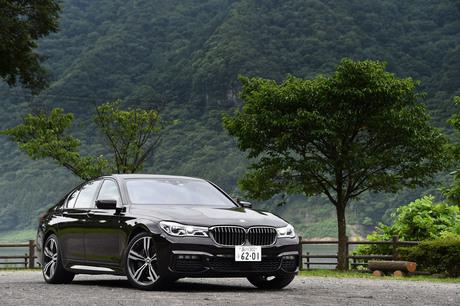 BMWのフラッグシップサルーン「7シリーズ」に、クリーンディーゼルと4WDシステムを搭載した「740d xDrive」...