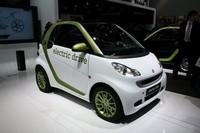 スマートの「フォーツー エレクトリックドライブ」は、すでに2009年終わりに、4年あるいは6000kmの期限で一部の顧客にリース販売されている。