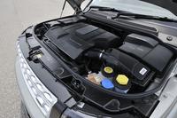 高効率がうたわれる、スーパーチャージャー付きの3リッターV6エンジン。JC08モードの燃費値は7.4km/リッター。
