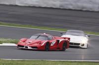 サーキット専用車である「FXX」(前)と「599XX」(後)の、疑似レースともいうべきデモラン。