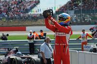 フェラーリのフェルナンド・アロンソが9戦目にして2011年初優勝。昨年10月の韓国GP以来となる勝利で、チャンピオンシップではランキング5位から3位に躍進した。なお最古参チーム、フェラーリの初勝利はちょうど60年前のここシルバーストーンで記録されたもの。スクーデリアはGP出走821戦目にして216回目の勝利を刻んだ。(Photo=Ferrari)