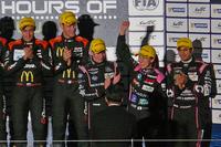 日本人選手としては、LMP1クラスでトヨタ・レーシングの中嶋一貴選手が2位に入ったほか、LMP2クラスではOAKレーシングの井原慶子選手が3位入賞を果たしている。(写真=webCG)