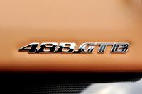車名の「488」とは1気筒あたりの排気量を示している。総排気量は3902cc。