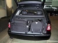 エステートは細かいところまでよく考えられている。今載せられているのはサーブ・オリジナルのバッグ類。
