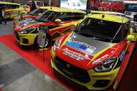 モンスタースポーツのブースには、ストリート、ラリー、ダートラ、ジムカーナ向けの新型「スズキ・スイフトスポーツ」のコンプリートカー4台が並んだ。