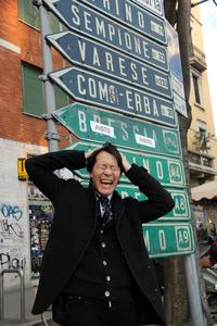 イタリアでは、アウトストラーダに乗るまでが大変。複雑かつ、古くて見にくい案内標識に悩まされることもしばしば。ミラノにて。
