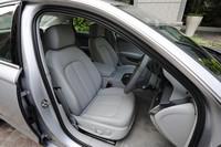 ミラノレザーを用いた「コンフォートシート」は36万円のオプション。