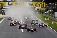 決勝日朝に降った雨で路面は所々ウエット。全車インターミディエイトタイヤを履いてスタートした。(Photo=Red Bull Racing)