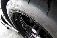 現在お世話になっているトーヨータイヤの「プロクセスR888R」。昨年、コレクションズさんでの修理から戻ってきたら、タイヤの空気圧が前1.6、後ろ1.8に落とされていた。オートクロスでは、これくらいタイヤを地面に張り付かせないとダメということか。