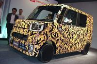 2014年11月に発表される予定の、ダイハツの新型軽乗用車。