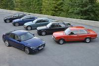 歴代「BMW 3シリーズ」(写真左手前が最新モデル)。1975年に初代モデルがデビューした同車は、今年で誕生40周年を迎える。