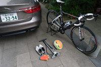 今回のお荷物はこれだけ。ロードバイクと空気入れ、ヘルメット、手袋、シューズだけである。