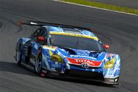 No.31 apr HASEPRO PRIUS GTの走り。ハイブリッドカーとして初となる勝利こそ逃したものの、GT300クラスで2位入賞。大いにレースを盛り上げた。