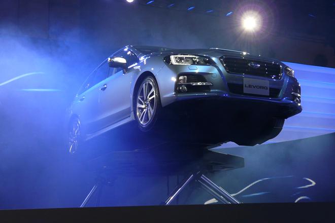 プレスディ初日の朝一番と、今回のショーの先陣を切って開催されたスバルのプレスカンファレンス。話題の新型ワゴン「レヴォーグ」が華々しく発表された。