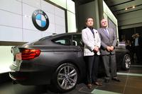 写真左から、独BMWエクステリアクリエイティブディレクター永島譲二氏、BMWジャパン代表取締役アラン・ハリス氏。