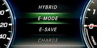 パワープラントの制御モードには「HYBRID」「E-MODE」「E-SAVE」「CHARGE」の4種類が用意される。