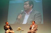 クルマ好きとして有名な掛布雅之、ジャーナリストの中村孝仁両氏によるトークショー。現役時代、多くの巨人の選手がメルセデスに乗っていたことなどを話した。