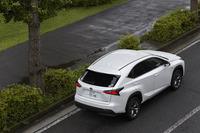 「ボルボXC60 D4」の日本導入より1年前、2014年7月に発売された「レクサスNX」。今回のハイブリッド車のほかに、トヨタ久々となるガソリンターボ車「200t」をラインナップしたことでも話題となった。