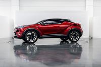 2015年のロサンゼルスショーで公開された「サイオンC-HR」。トヨタブランドに変更して米国に導入される。