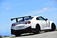 """今回NISMOが持ち込んだ「GT-R NISMO」は、ドイツ・ニュルブルクリンク北コースで量販車最速タイムを記録した際に装着していたパーツをフルにまとった""""本気仕様""""だった。"""