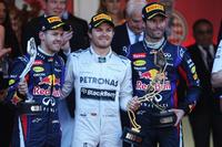 第71回モナコGPの表彰台に上がったドライバー。メルセデスのニコ・ロズベルグ(中央)はポール・トゥ・ウィンで自身通算2勝目。2位にセバスチャン・ベッテル(左)、3位マーク・ウェバー(右)とレッドブル勢が両脇を固めた。(Photo=Red Bull Racing)