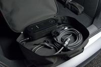 テスト車の荷室に搭載されていた充電ケーブルのセット。価格は1万円。