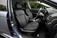 テスト車の「1.6GT EyeSight」に装備されていたオプションの本革シート。「2.0GT-S EyeSight」を除き、シート表皮はファブリックとトリコットの組み合わせが標準となる。