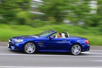 マイナーチェンジでフロント部を中心に外装デザインが変更された。今回試乗した「SL400」の車両価格は1265万円。