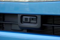 """「タント」のラインナップの中でも、グレード名に""""SA""""の文字が付いているものには、プリクラッシュブレーキやAT誤発進抑制制御機能などからなる安全運転支援システム「スマートアシスト」が装備される。"""