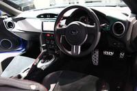 運転席まわりの様子。トランスミッションは、MTのほかにATも用意される。