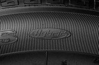 サイドウオールに施された「Hybrid」のロゴ。今回の改良および生産国の変更にともない、製品名も「ベクター4シーズンズ ハイブリッド」に改められた。
