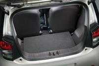 """乗車定員を2名と割り切った「100X""""2 Seater""""」の荷室部分。"""