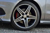18インチのAMGアルミホイールが装着される。タイヤサイズは235/40R18。