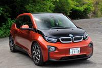BMW i3 レンジ・エクステンダー装備車     ボディーサイズ:全長×全幅×全高=4010×1775×1550mm/ホイールベース:2570mm/車重:1390kg/駆動方式:RR/モーター:交流同期モーター/エンジン:0.65リッター直2 DOHC 8バルブ(発電用)/モーター最高出力:170ps(125kW)/モーター最大トルク:25.5kgm(250Nm)/エンジン最高出力:38ps(28kW)/5000rpm/エンジン最大トルク:5.7kgm(56Nm)/4500rpm/タイヤ:(前)155/70R19 84Q (後)175/60R19 86Q/価格:546万円(消費税8%込み)