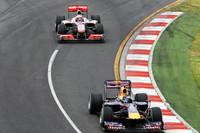 ベッテル(前)対バトンのトップ争い。ベッテルのマシンにブレーキトラブルが発生するまで、レッドブルはマクラーレンのペースを上まわっていた。(写真=Red Bull Racing)