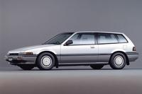 思い起こせば、80~90年代には各メーカーがいろいろな「変化球」を投げていた。こちらはクーペのようなワゴンのような「ホンダ・アコードエアロデッキ」。(写真=本田技研工業)