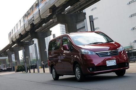 三菱デリカD:3 G(FF/4AT)……203万7000円日産からOEM供給を受けて登場した、三菱の5ナンバーサイズミニバ...