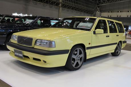 最新モデル「V90」の特別仕様車に加え、歴代の人気モデルが展示されていたボルボのブース。「240」「850」...