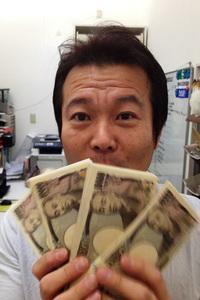 筆者が長年通いつめているスーパーカー専門店「コーナーストーンズ」代表の榎本修氏(通称:エノテン)。「カウンタック」から「512TR」に乗り換えることで、エノテンから400万円が戻ってきた。