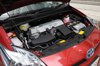 Sグレードの10.15モード燃費は、35.5km/リッター。クラウンの3倍も走れる計算になる。